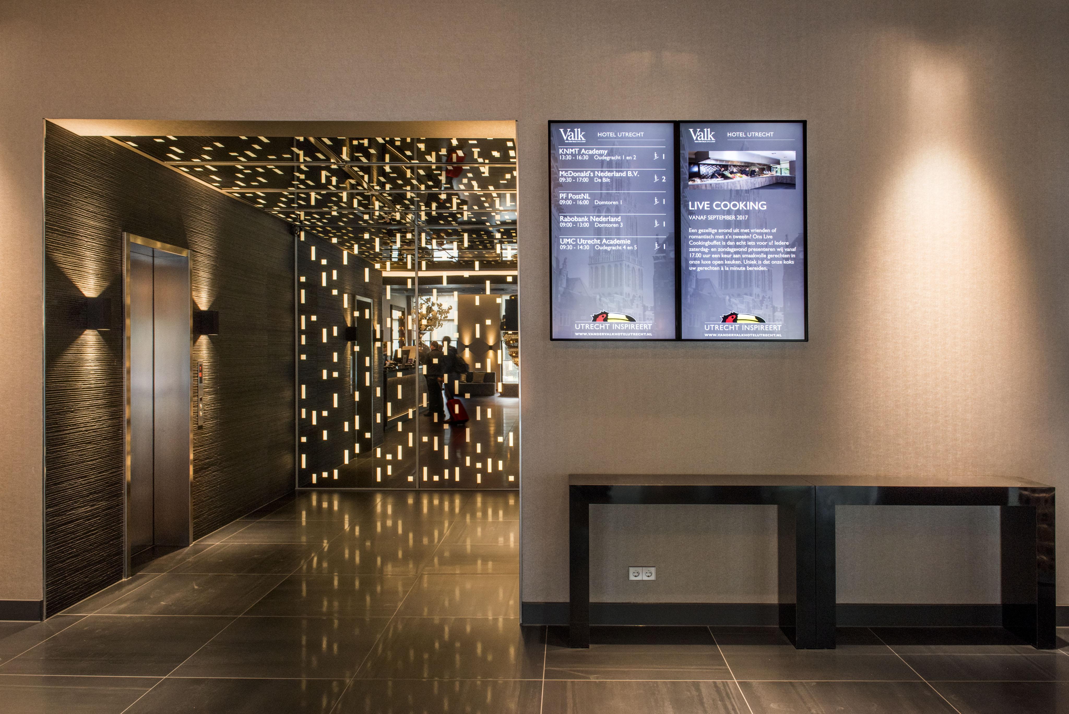 Keuken Modern Open : A modern business hotel needs a strong communication system pads